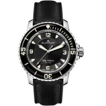 五十噚系列腕錶
