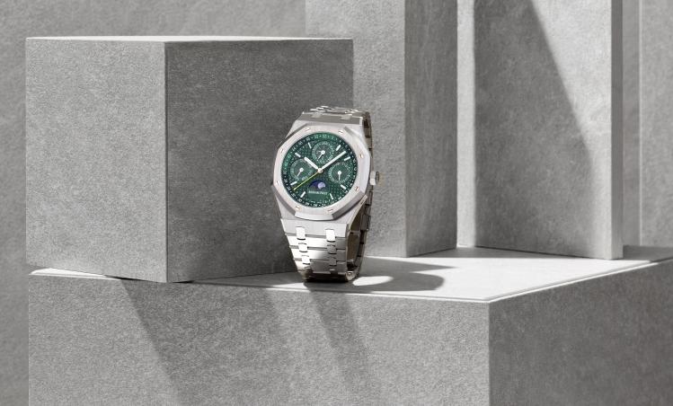 爱彼推出全新皇家橡树万年历限量腕表 庆祝与誉一钟表的伙伴关系